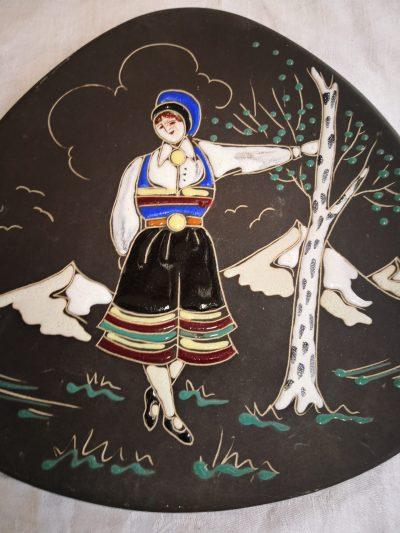 Arnold Wiigs Fabrikker Norge Norwegian folk art mid century Scandinavian art pottery plate from Antik Seramika Essex UK
