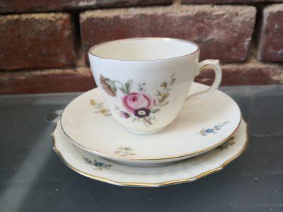 Side view of Ranunculus design of Vintage Royal Copenhagen Frijsonborg porcelain floral trio from Antik Seramika Essex UK