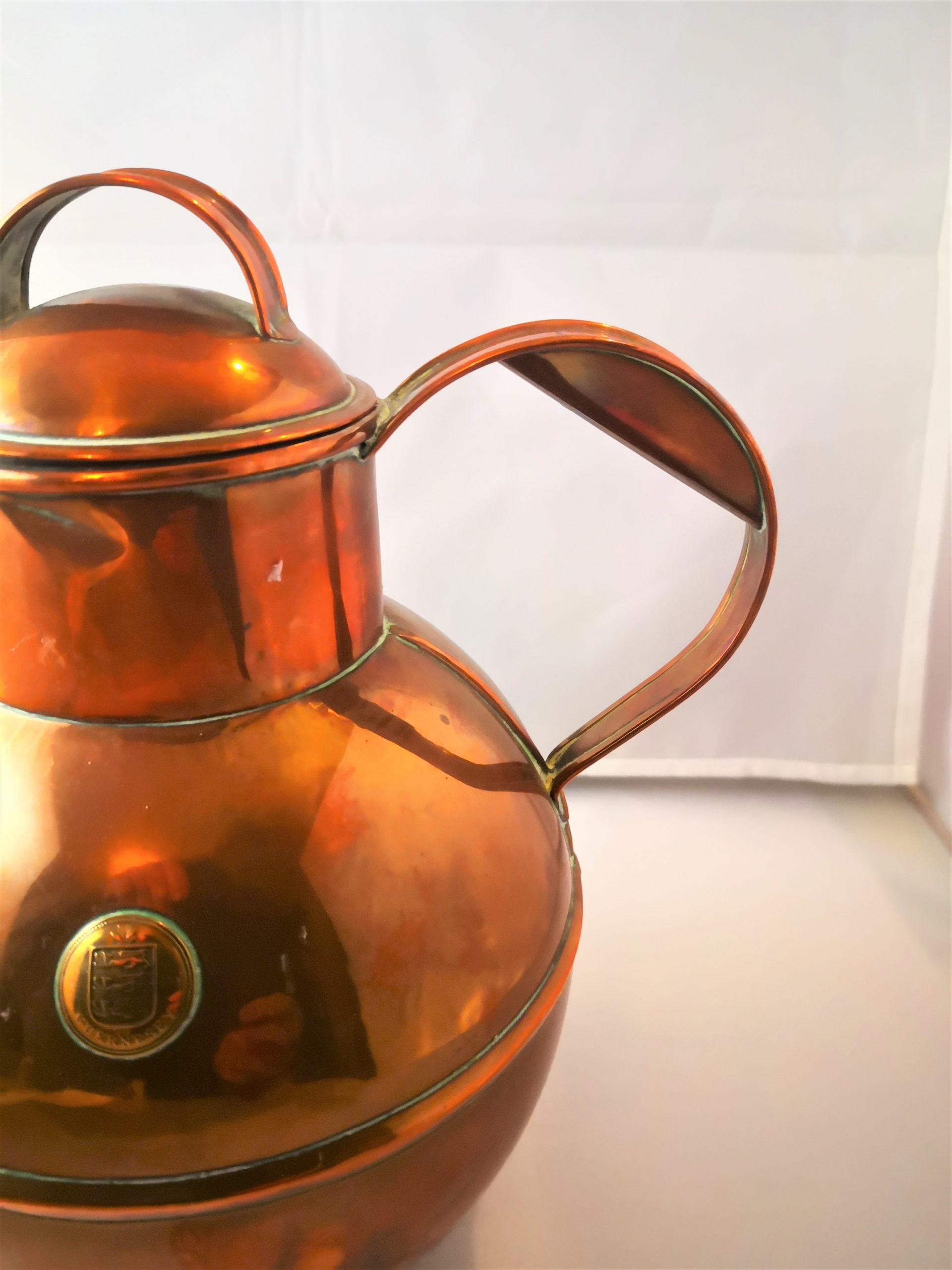 Antique C A Martin & Sons of Guernsey copper jug with lid at Antik Seramika